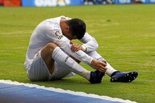 Real xứng đáng vô địch như Barca, Ronaldo bị đau - 2