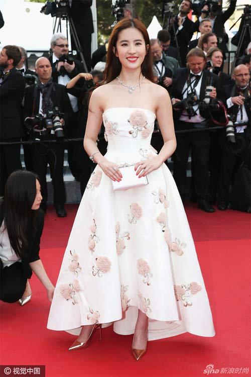 Bí mật sau vẻ đẹp nữ thần của Lưu Diệc Phi tại Cannes - 1