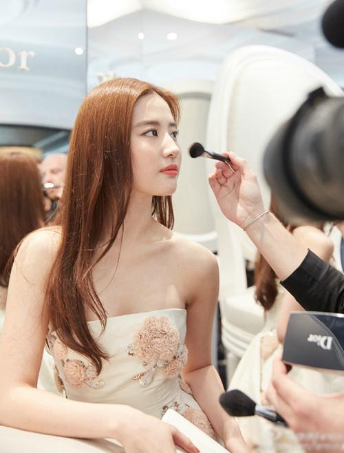 Bí mật sau vẻ đẹp nữ thần của Lưu Diệc Phi tại Cannes - 8