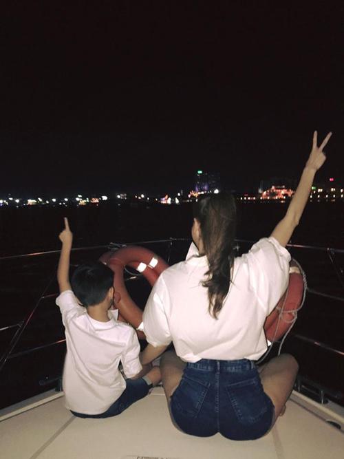 Facebook sao 15.5: Hà Hồ xinh đẹp rạng rỡ bên con trai - 1