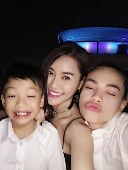 Facebook sao 15.5: Hà Hồ xinh đẹp rạng rỡ bên con trai - 2