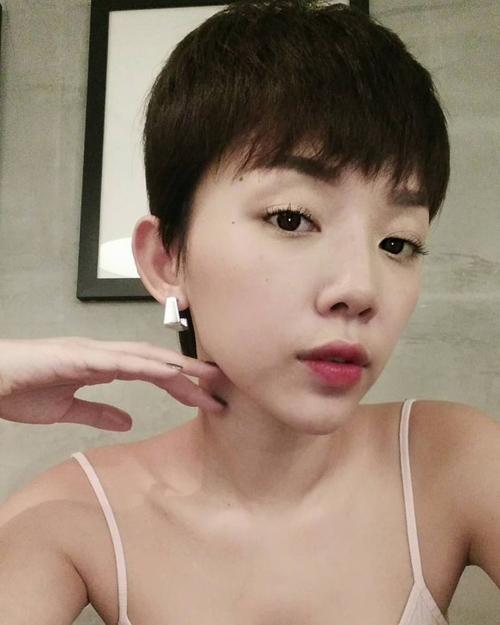 Facebook sao 15.5: Hà Hồ xinh đẹp rạng rỡ bên con trai - 5