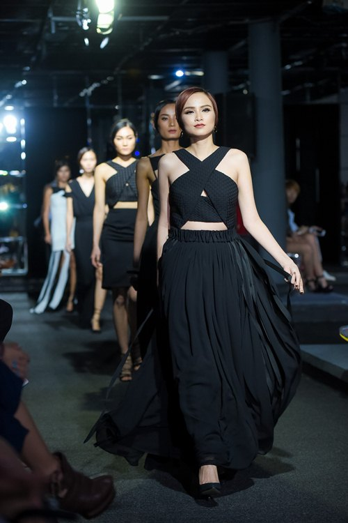 Diva Hồng Nhung lần đầu cùng 2 con gái diễn thời trang - 9