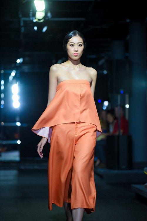 Diva Hồng Nhung lần đầu cùng 2 con gái diễn thời trang - 10