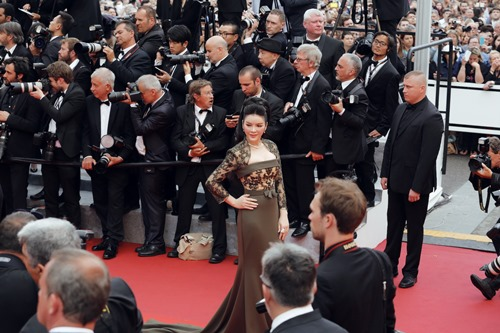 Lý Nhã Kỳ khoe vóc dáng kiêu sa trên thảm đỏ Cannes - 2