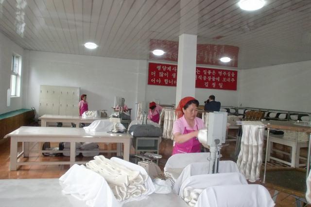 Nhà báo Nga ngỡ ngàng thấy dân Triều Tiên sung túc - 8