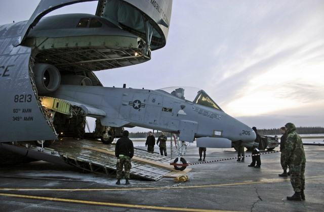 """Ngắm """"nhà kho bay"""" lớn nhất quân đội Mỹ - 6"""