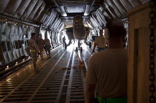 """Ngắm """"nhà kho bay"""" lớn nhất quân đội Mỹ - 7"""