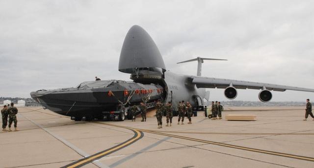 """Ngắm """"nhà kho bay"""" lớn nhất quân đội Mỹ - 10"""