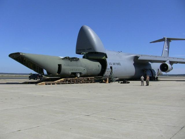 """Ngắm """"nhà kho bay"""" lớn nhất quân đội Mỹ - 11"""