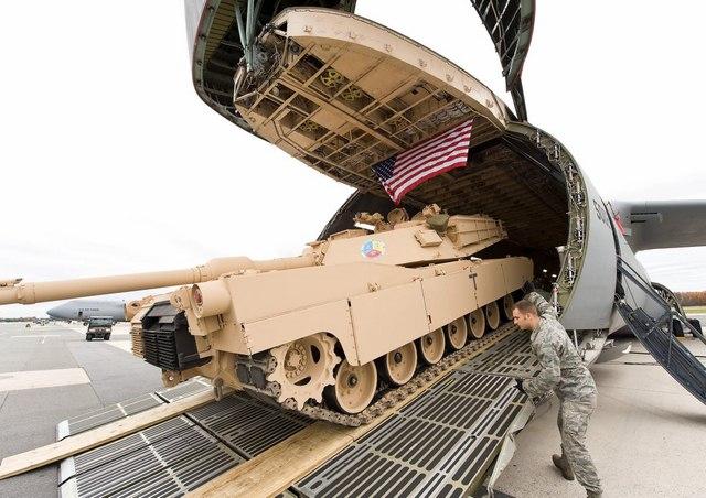 """Ngắm """"nhà kho bay"""" lớn nhất quân đội Mỹ - 8"""