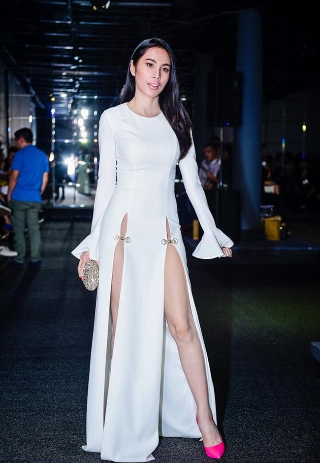 Bộ váy mà Thủy Tiên mặc trong một sự kiện gần đây khiến nhiều người bị sốc.
