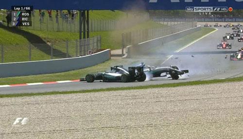 """F1–Spanish GP: """"Nội chiến"""" Mercedes, Red Bull hưởng lợi - 1"""