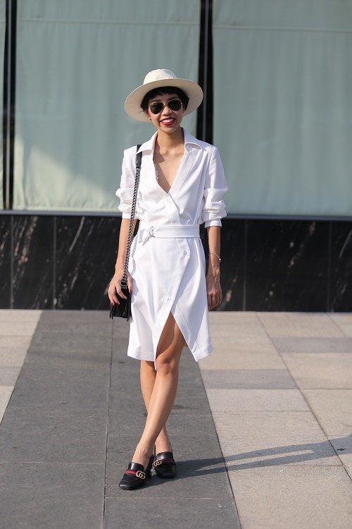 Chân dài Việt sành điệu khi đi xem thời trang - 4