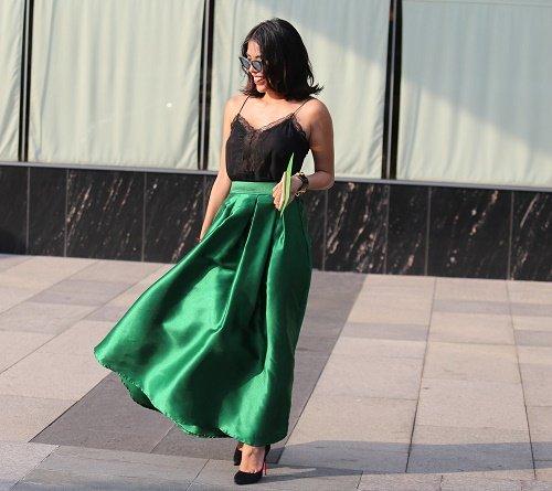 Chân dài Việt sành điệu khi đi xem thời trang - 9