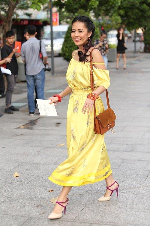 Chân dài Việt sành điệu khi đi xem thời trang - 8