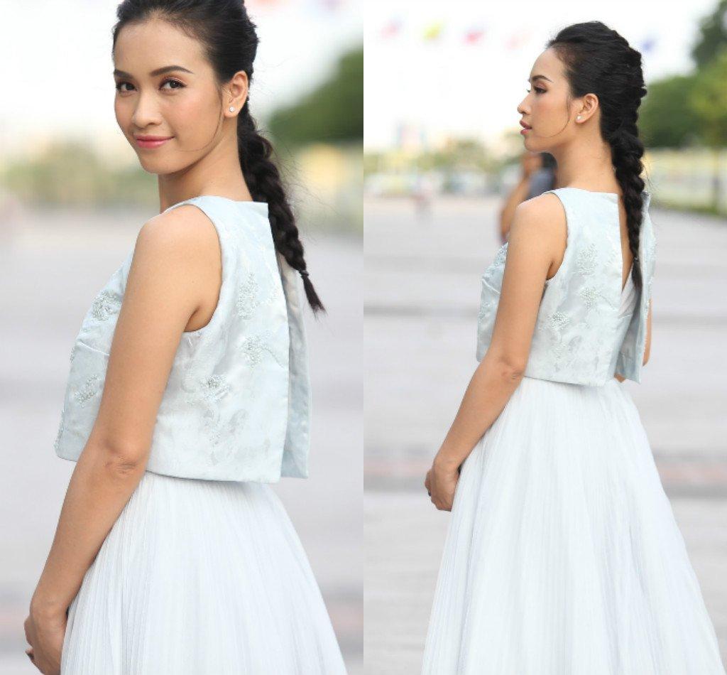 Chân dài Việt sành điệu khi đi xem thời trang - 12
