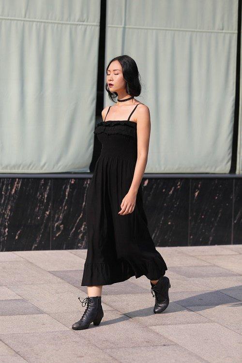 Chân dài Việt sành điệu khi đi xem thời trang - 13