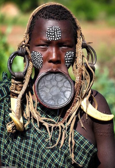 Ngắm khuôn mặt người ở những bộ lạc tận cùng thế giới - 1