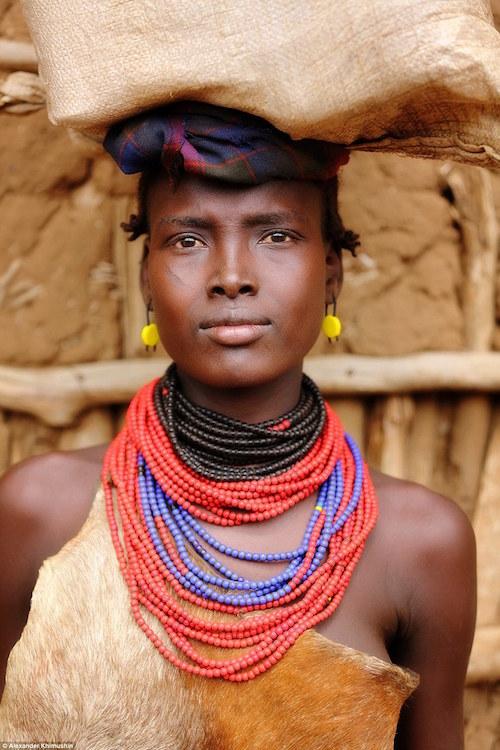 Ngắm khuôn mặt người ở những bộ lạc tận cùng thế giới - 13