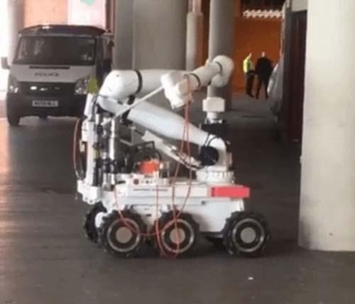 MU – Bournemouth bị hoãn: Sự thực về thiết bị nghi là bom - 2