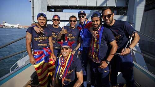 """Barca ăn mừng rầm rộ: Xứ Catalunya muốn """"vỡ tung"""" - 1"""