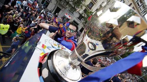 """Barca ăn mừng rầm rộ: Xứ Catalunya muốn """"vỡ tung"""" - 10"""