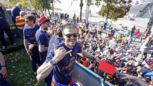 """Barca ăn mừng rầm rộ: Xứ Catalunya muốn """"vỡ tung"""" - 4"""