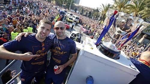 """Barca ăn mừng rầm rộ: Xứ Catalunya muốn """"vỡ tung"""" - 5"""