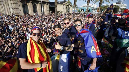 """Barca ăn mừng rầm rộ: Xứ Catalunya muốn """"vỡ tung"""" - 6"""