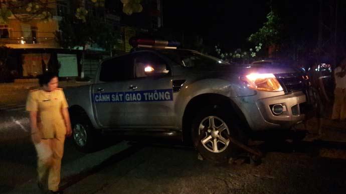 Trắng đêm truy bắt quái xế tông xe CSGT khi chạy trốn - 1