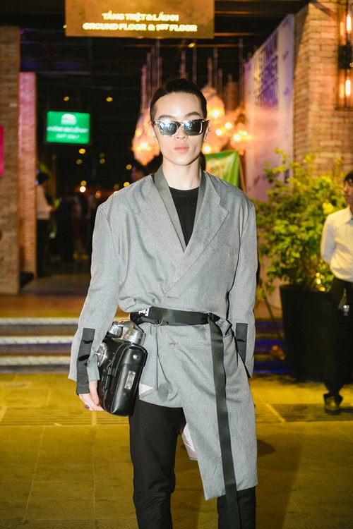 Hồ Ngọc Hà dẫn con trai Subeo đi xem thời trang - 13