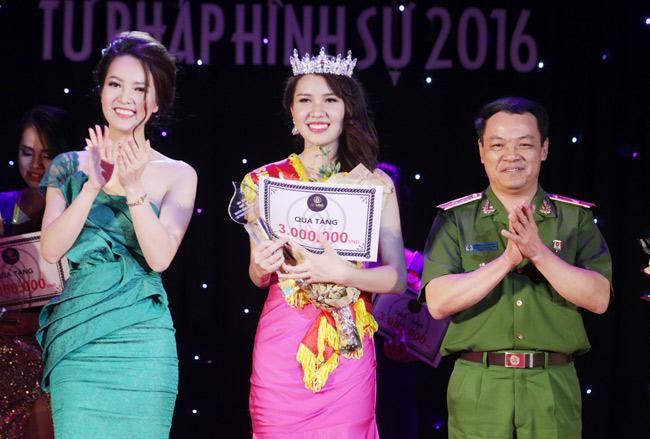 Nữ sinh 19 tuổi giành giải Hoa khôi Tư pháp hình sự - 4