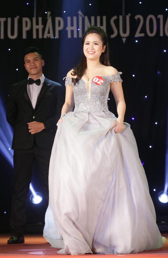 Nữ sinh 19 tuổi giành giải Hoa khôi Tư pháp hình sự - 14