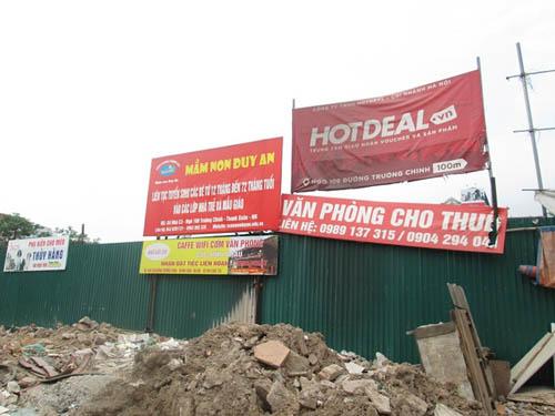 """Hình ảnh luộm thuộm của """"ma trận"""" quảng cáo ở Hà Nội - 10"""