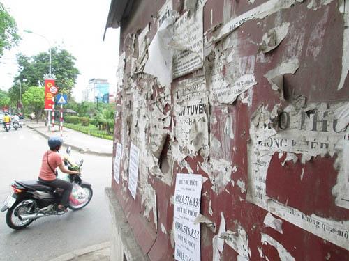 """Hình ảnh luộm thuộm của """"ma trận"""" quảng cáo ở Hà Nội - 12"""