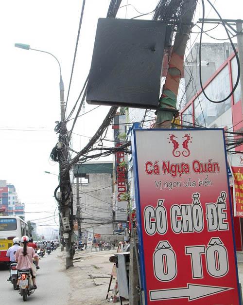 """Hình ảnh luộm thuộm của """"ma trận"""" quảng cáo ở Hà Nội - 5"""
