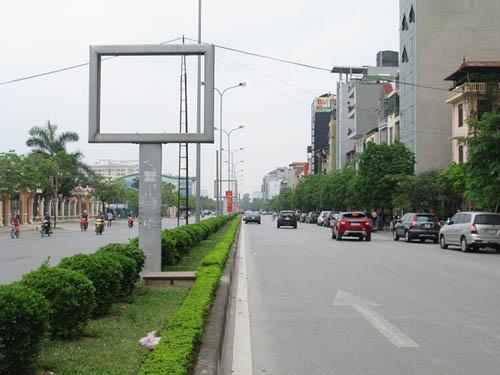 """Hình ảnh luộm thuộm của """"ma trận"""" quảng cáo ở Hà Nội - 8"""