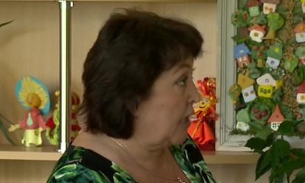 Cô giáo bị truy tố vì giao nhiều bài tập - 1
