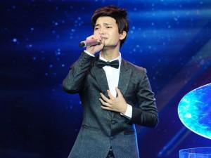 Chàng trai hát tặng mẹ ung thư khiến GK X-Factor lặng người