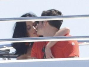Orlando Bloom lộ ảnh hôn Katy Perry