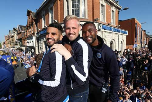 Leicester City rước cúp: Bữa đại tiệc lịch sử - 6