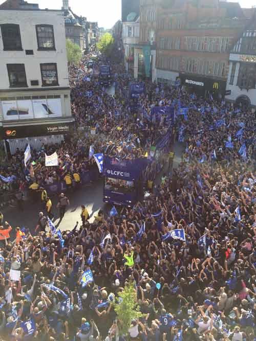 Leicester City rước cúp: Bữa đại tiệc lịch sử - 9