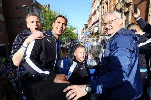 Leicester City rước cúp: Bữa đại tiệc lịch sử - 10
