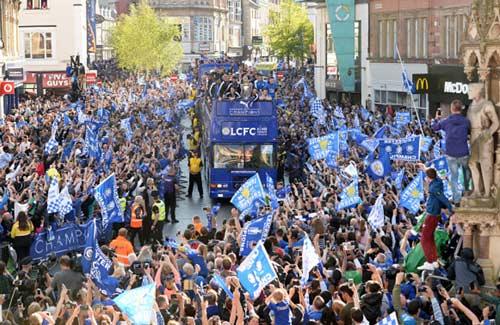 Leicester City rước cúp: Bữa đại tiệc lịch sử - 11