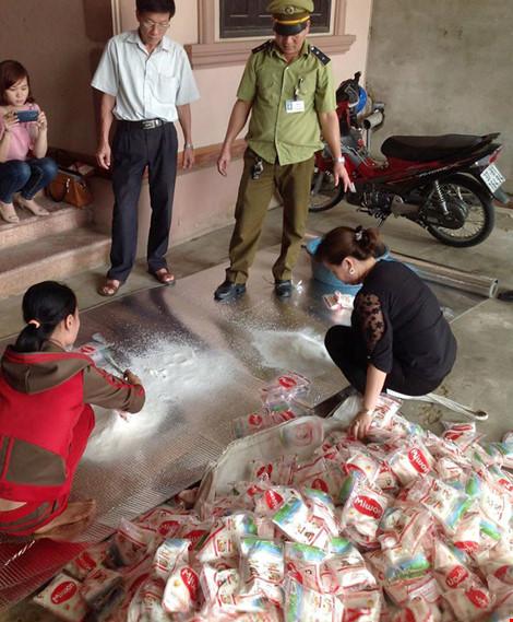 Bán bột ngọt giả thương hiệu Miwon cho bà con miền núi - 1