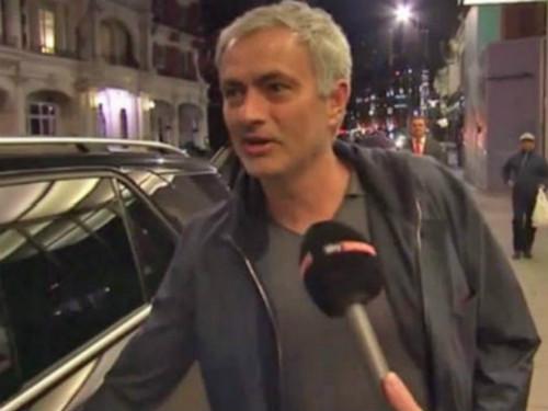 Giữa bão tin đồn, Mourinho bất ngờ đến Canada - 1