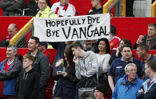 Van Gaal hứa vô địch FA Cup, bị fan MU la ó - 2