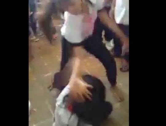 Nữ sinh bị đánh hội đồng trong khuôn viên trường - 3