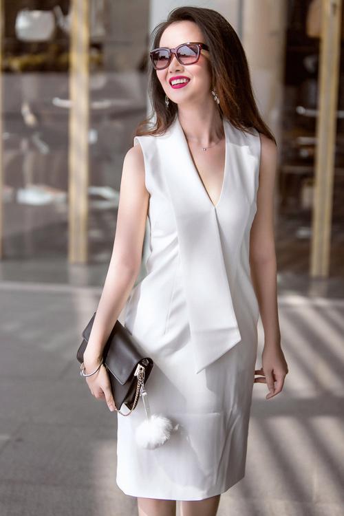 Nữ ca sĩ trẻ gợi ý mặc đồ đen, trắng cho nàng công sở - 3